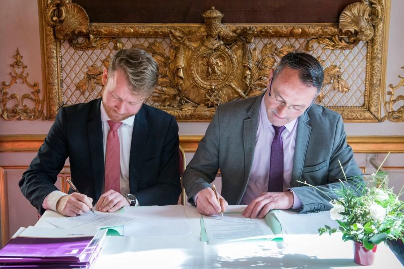 Signature Convention Senateur Cabanel et AFNOR